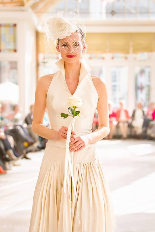 Trouwjurk 2e Huwelijk.Bruiden En Tweede Huwelijk Kleurrijke Couture